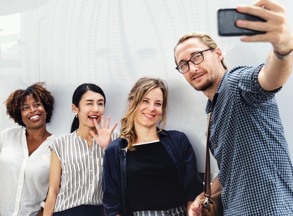 Choisir un réseau social professionnel : quels critères prendre en compte ?