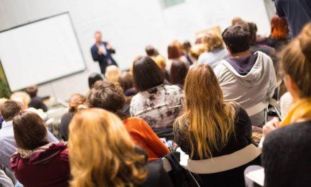 Réussir l'organisation d'une conférence : les équipements indispensables